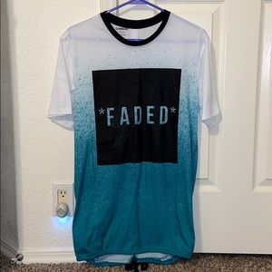 LIKE NEW Young men's shirt, size Medium